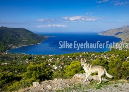 Traumhafter Ausblick auf eine Bucht, Griechenland.